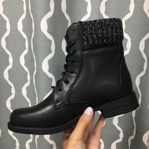 Shoes - Black cuff boot